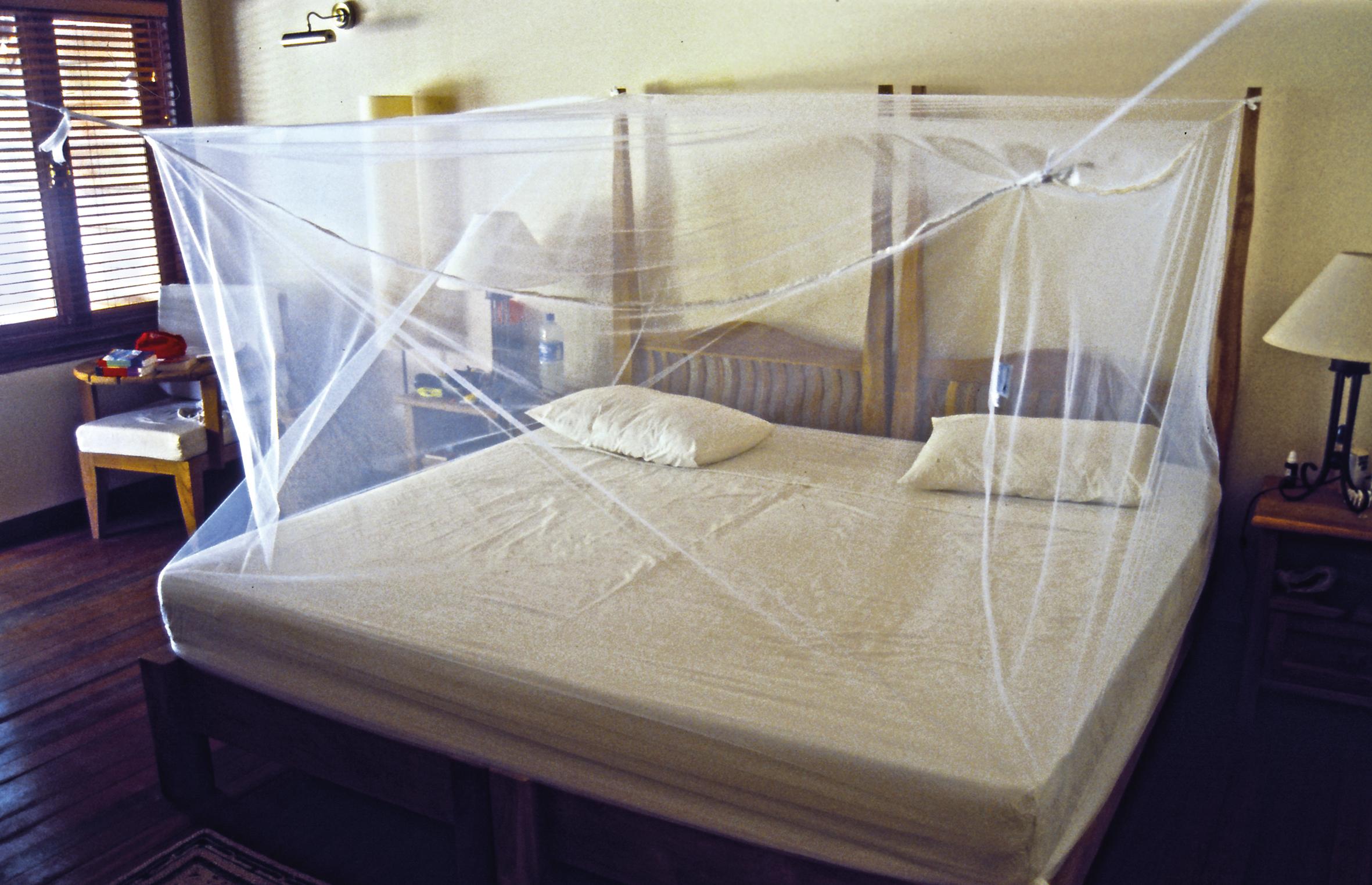 Nuevas mosquiteras de viaje brettschneider con impregnaci n llin de larga duraci n ferrehogar - Mosquiteras para cama ...