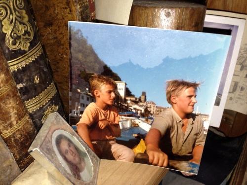 Remando Telmo Aldaz con su hermano Vito en el Cantábrico
