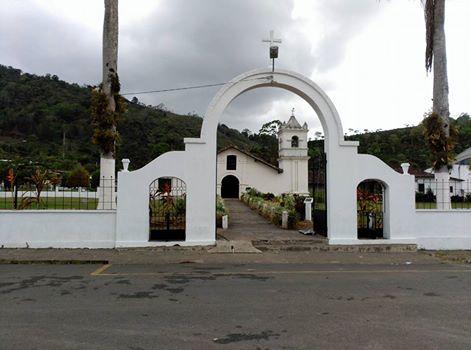 EL equipo Jimbofresh ya estamos esperando a Andres Lledo en la meta que es la iglesia Parroquial de Orosi. Un antiguo convento colonial Franciscano